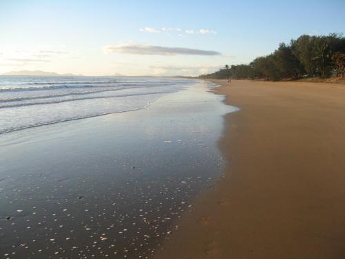 Peaceful Sanders Beach Qld.